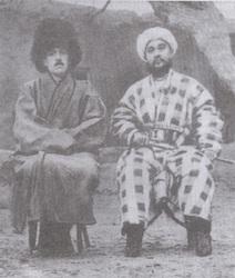 مامور اطلاعاتی انگلیسی بهنام بیلی با یکی از سران باسماچی